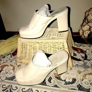 Shoes - Vintage-cream colored leather slide mules sz6